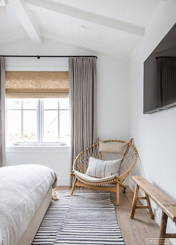 Curtain and blind combination in a relaxed bedroom
